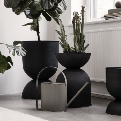 Hourglass Pot - Black - Medium