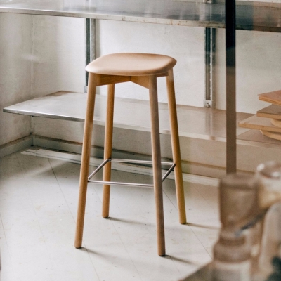 Soft Edge 32 Stool - Matt Lacquered Oak - H65