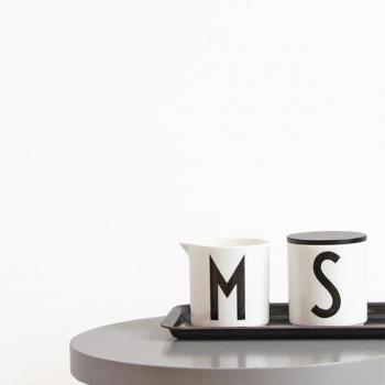 design letters milk jug melkkan. Black Bedroom Furniture Sets. Home Design Ideas