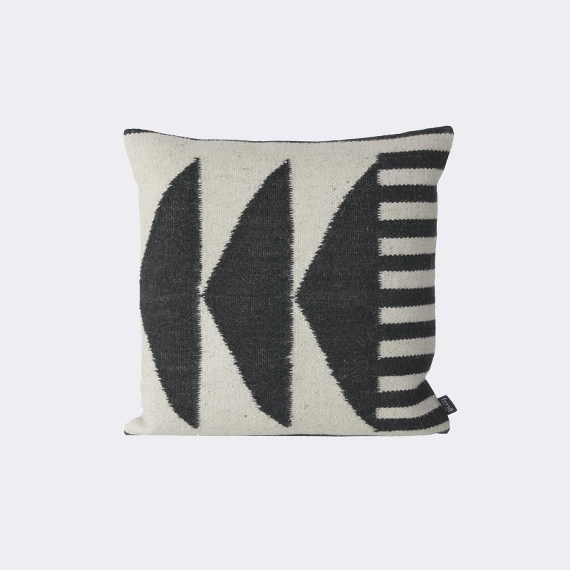 ferm living kelim cushion black triangles kussen. Black Bedroom Furniture Sets. Home Design Ideas